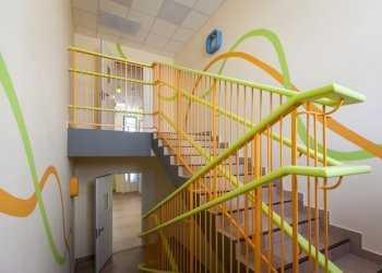 Как покрасить лестницу в детском саду