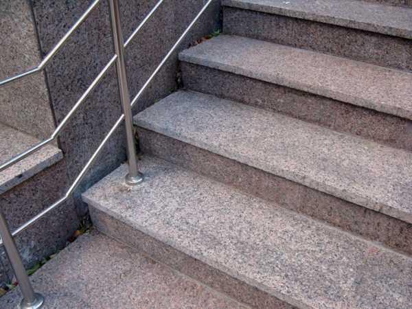 Лестница из камня - надежный и долговечный материал для наружных лестниц